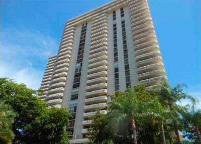 Turnberry Towers Condominiums for Sale and Rent
